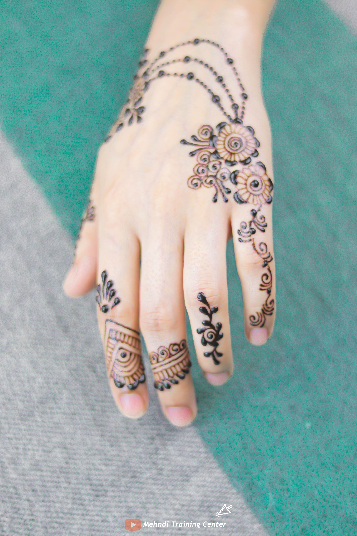 كيف تتعلم تصميم موقع قران بسيطة تصميم موقع قران جديدة تصاميم موقع قران جميلة تصاميم الحناء ٢٠٢٠ Mehndi Designs Henna Tutorial Henna Hand Tattoo