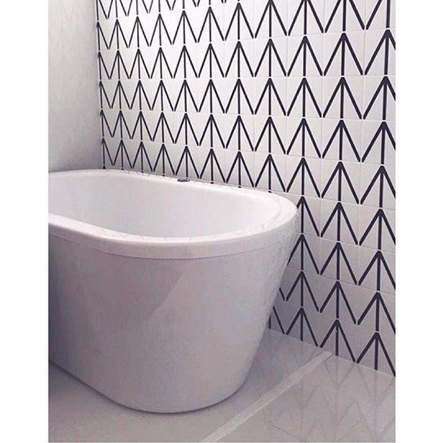 Lurca Azulejos | Azulejos - Tunis | Tunis - Ceramic TIles // Shop Online www.lurca.com.br/ #banheiro #lavabo #bathroom #restroom #lurca #lurca_azulejos #azulejos #azulejosdecorados #revestimentos #arquitetura #interiores #decor #design #reforma #decoracao #geometria #casa #ceramica #architecture #decoration #decorate #style #home #homedecor #tiles #ceramictiles #homemade #madeinbrazil #saopaulo #sp #brasil #brazil #design #brasil #braziliandesign #designbrasileiro