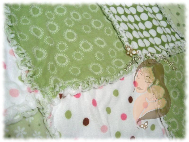 Copertina in flanella di cotone americano, eseguita a mano con la tecnica rag quilt.  Baby rag quilt in cotton american flannel. Handmade. Info: cristinab.handmade@yahoo.it