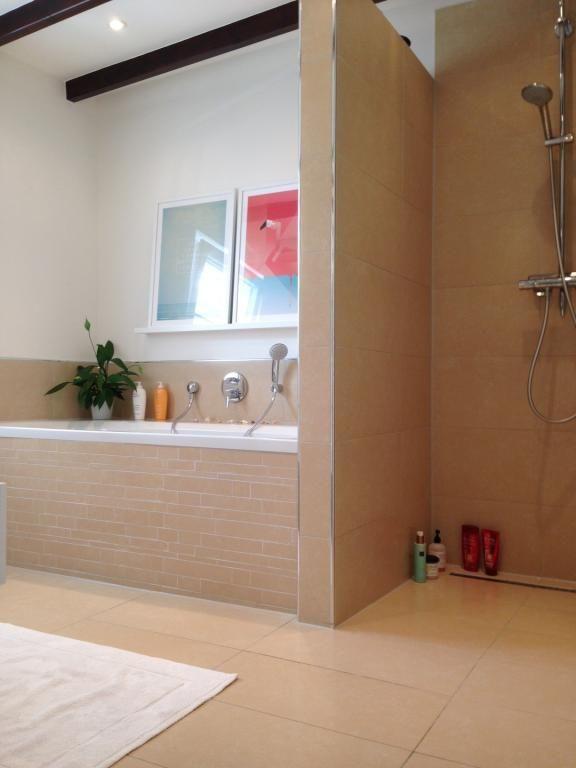 Die offene bodengleiche dusche l sst das bad gr er wirken for Badezimmer design hannover