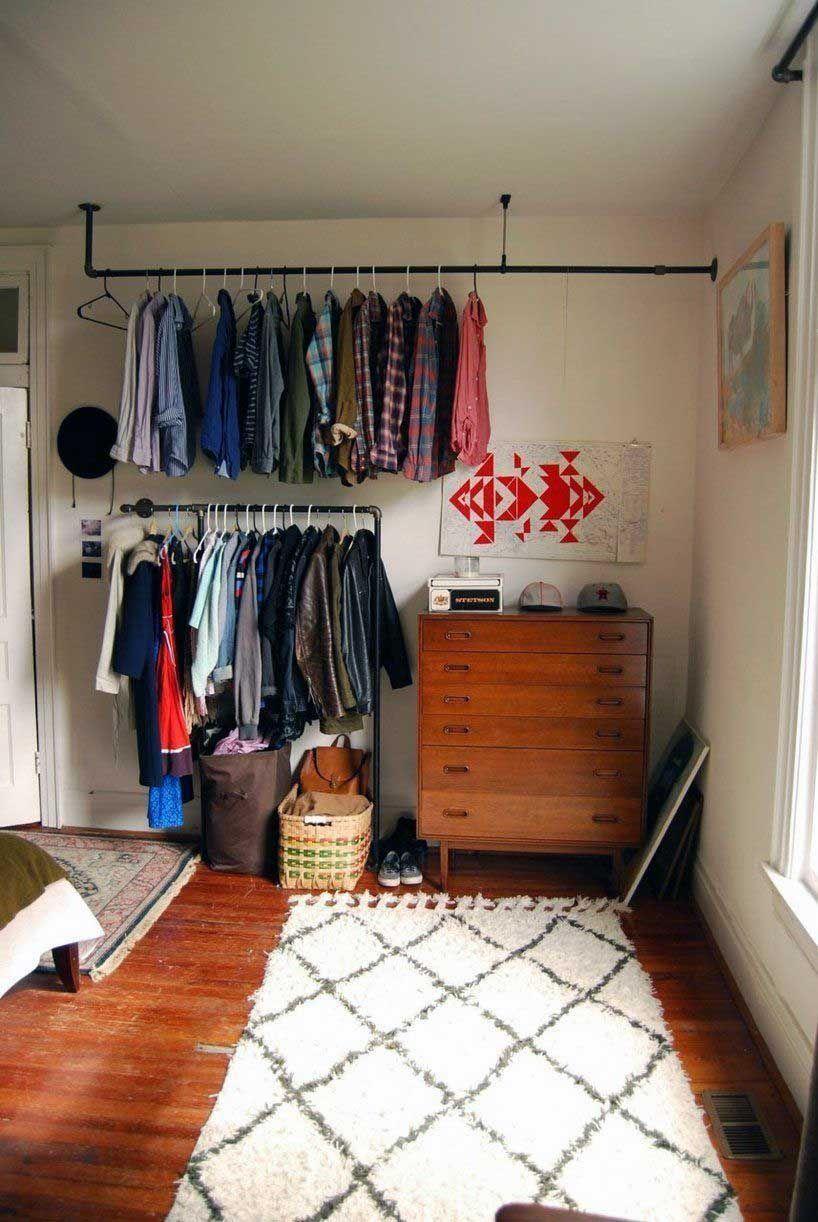 Appartement 44 Petits Espaces Armoire Ouverte Idee Dressing Et Vetements Suspendus