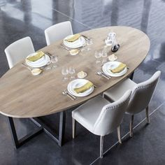 Table A Manger Ovale En Chene Et Pied Metal Dilla Zenna Table A