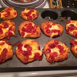 """Easy Pepperoni Pizza Muffins 