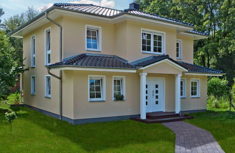 das villa ravenna von bau gmbh roth hat eine wohnfl che. Black Bedroom Furniture Sets. Home Design Ideas