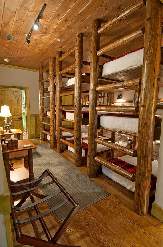 Perfect guest quarters just need cubbies and pillows that - Literas rusticas ...