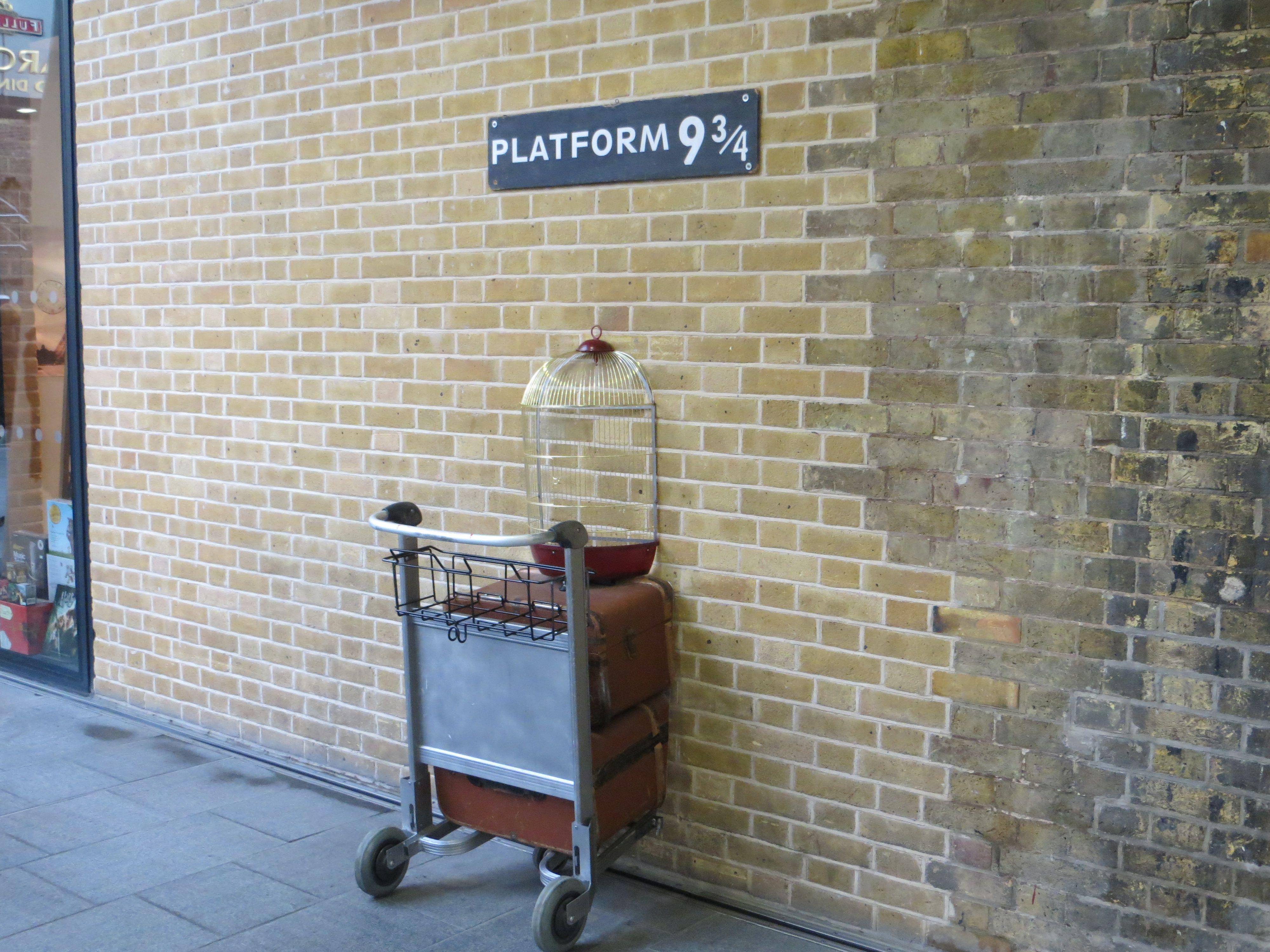 106 Don T Be A Muggle At Platform 9 Platform Kings Cross Station Harry Potter