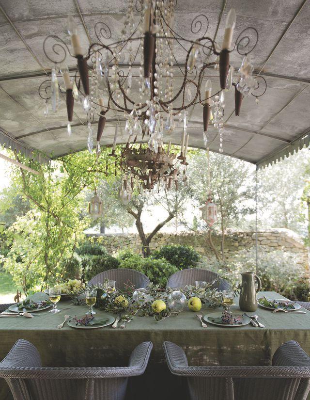 Deco En Provence Maison Traditionnelle En Pierre Maison Traditionnelle Table Exterieur Pieces A Vivre Dans Le Jardin