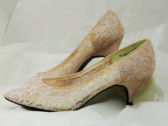 Vintage 80s Light Pink Pretty lace kitten heel shoes sz 9 ...