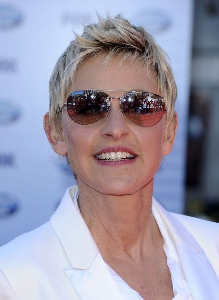 Ellen DeGeneres what a stunna! Love the shades