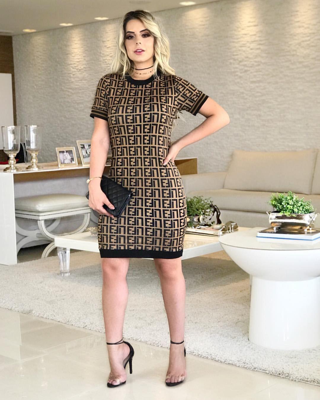 1ce98bcd0d23 Esse vestido inspiração Fendi é cheio de GLAMOUR! ✨ . {199,90 - P/M ...