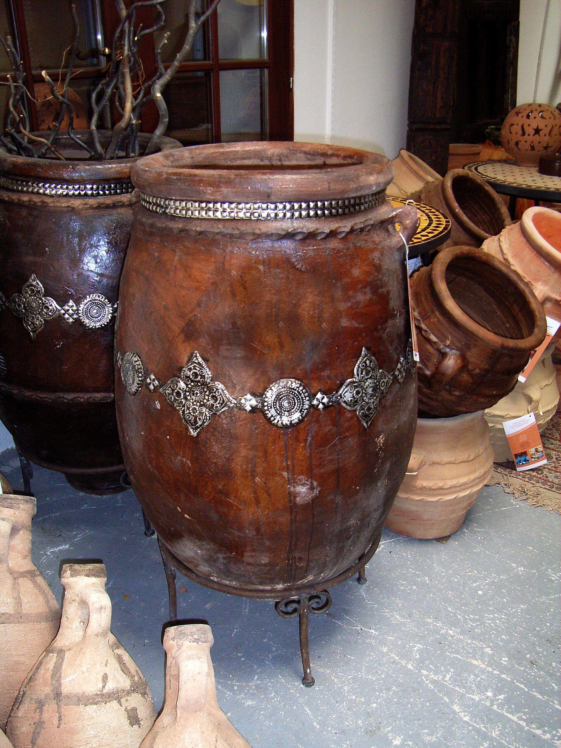 Pharao gefärbt mit Olivenmaische und mit Metall beschlagen. Gewicht ca 100 kg. € 450.-