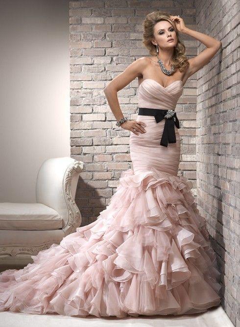 vestido de novia color rosa pastel con cinta negra | vestidos