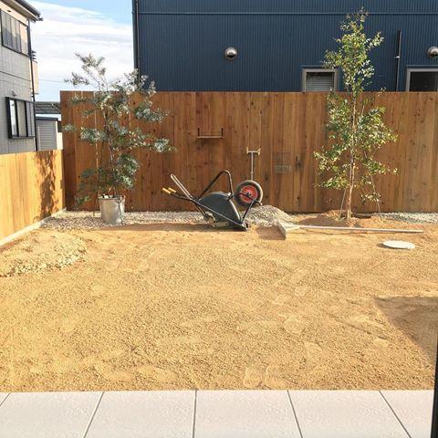 外構工事 やっと外構が進んできました 写真は南のお庭 タイル