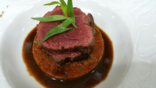 Beef filet mignon with tomatoes & tarragon
