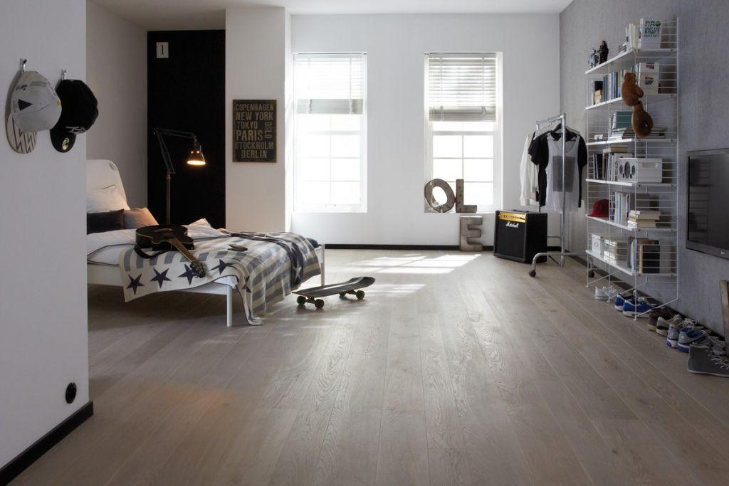 Großzügiges Jugendzimmer mit Landhausdiele naturgeölt - jugendzimmer schwarz wei