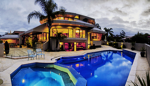 pics for big houses with swimming pools