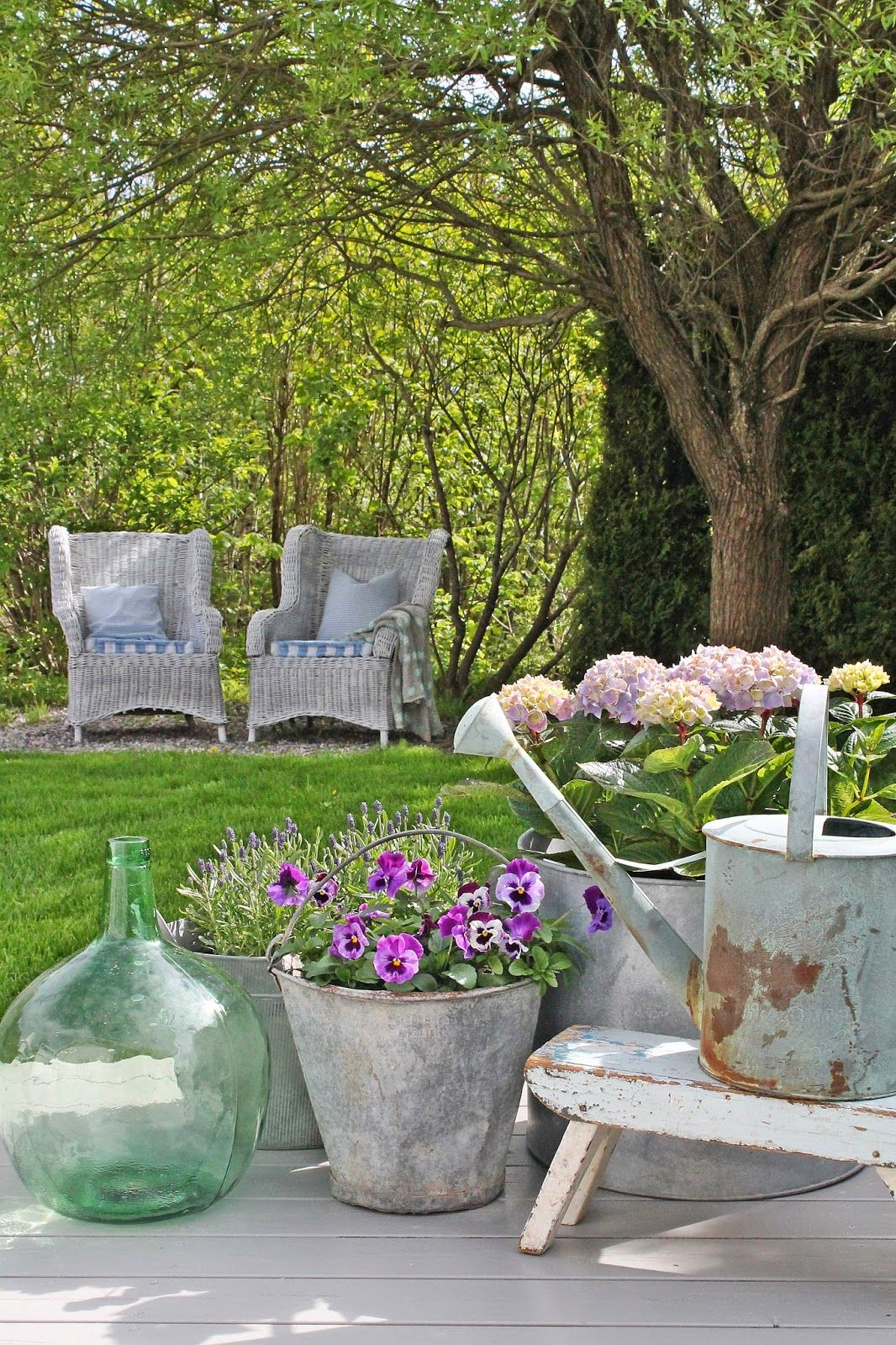 VIBEKE DESIGN: Rustic Zinc for inside and out .  Garden