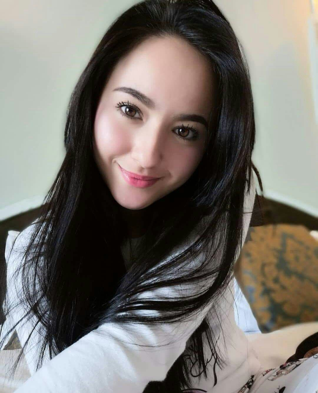 Hannah Delisha  Beauty In 2019  Young, Beautiful, Asian -4430
