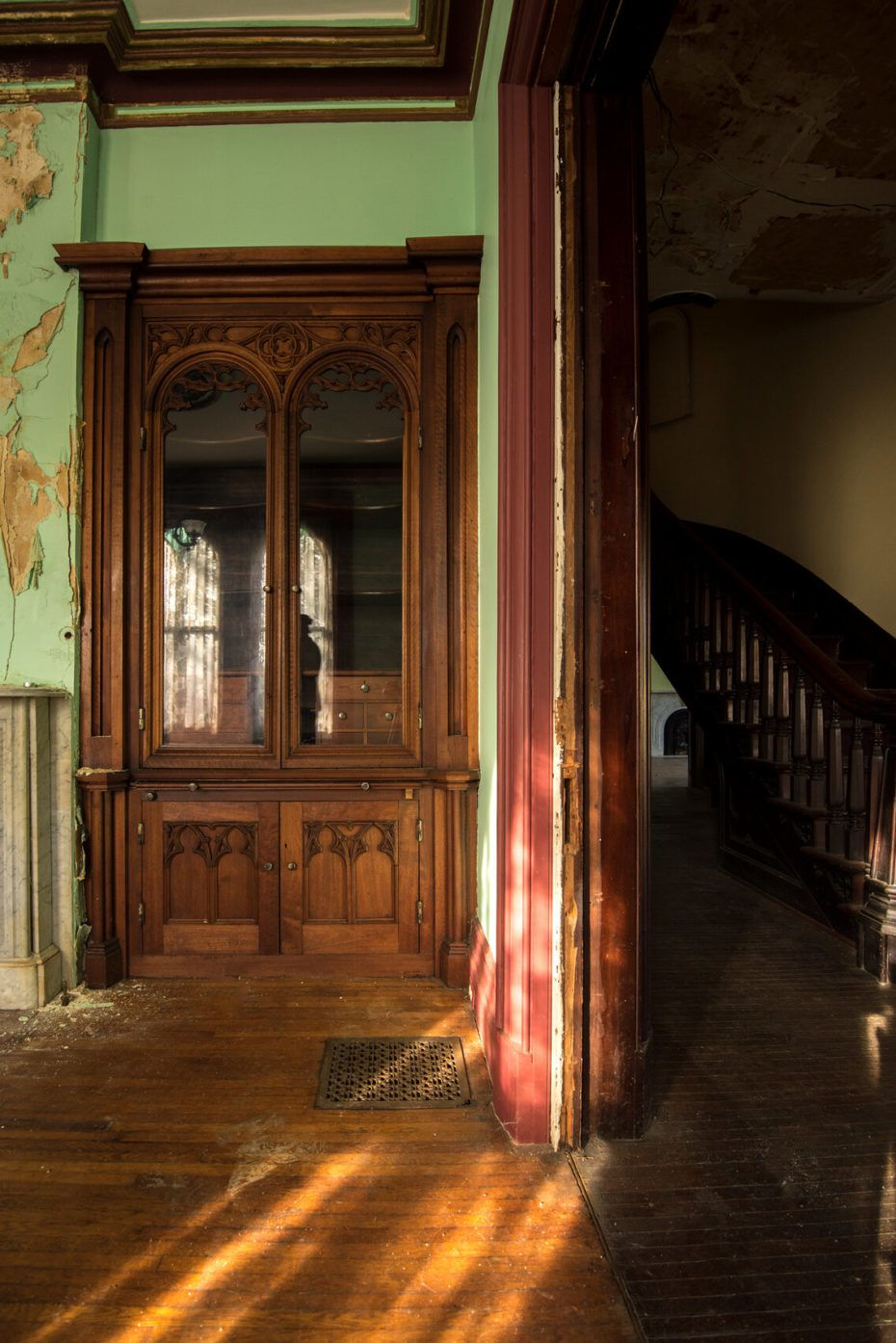 A Lonely New York Mansion For Sale Possibly Haunted Still A Rare Steal Mansions For Sale Mansions Old House Dreams
