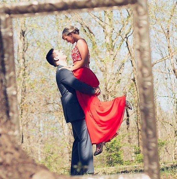 17 Best ideas about Prom Poses on Pinterest | Prom pictures ... #prompictureposes #promphotographyposes
