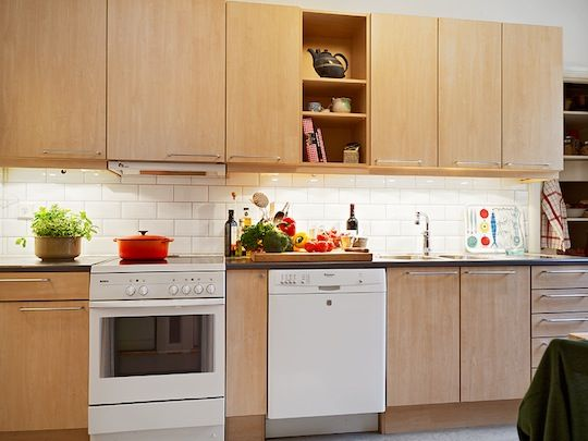 White appliances birch cabinets white appliances for Birch wood kitchen cabinets