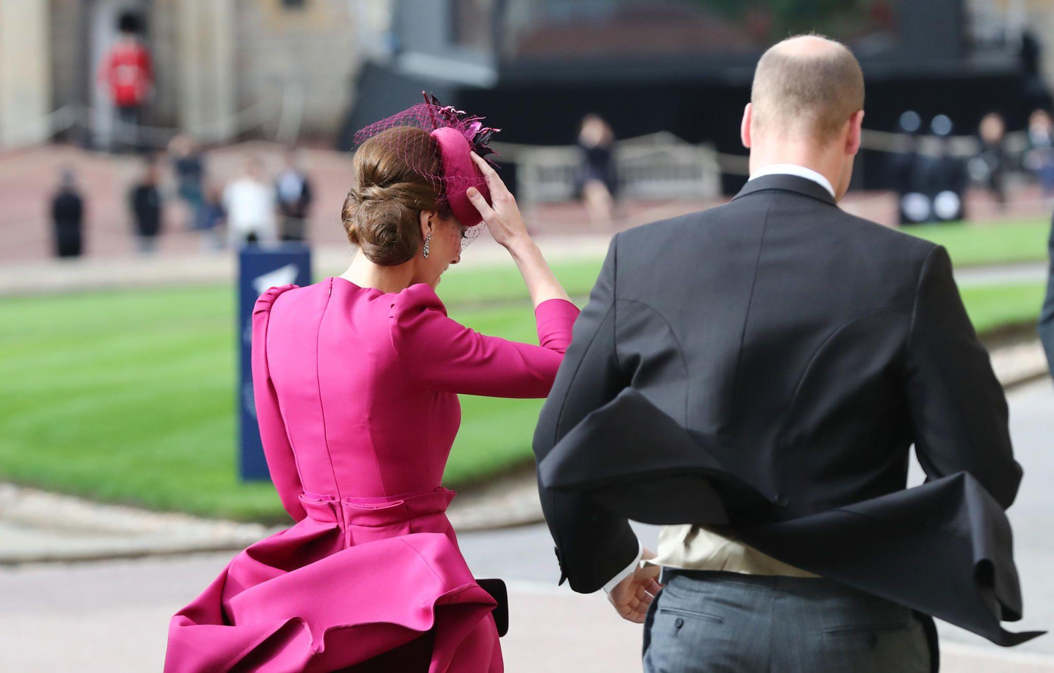 Hochzeit Prinzessin Eugenie Jack Brooksbank So Kampften Die Gaste Mit Dem Wind S 3 Gala De Mit Bildern Prinzessin Eugenie Herzogin Kate Kate Middleton