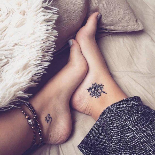 tatouage,cheville,femme,tatouage,lotus,lettre
