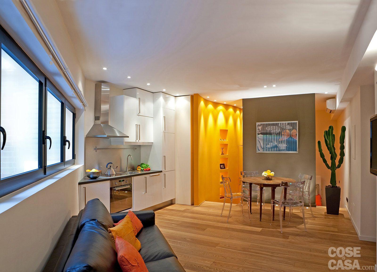 Il monolocale di 37 mq organizzato come un unico spazio aperto suddiviso in pi zone con - Muri di casa colorati ...