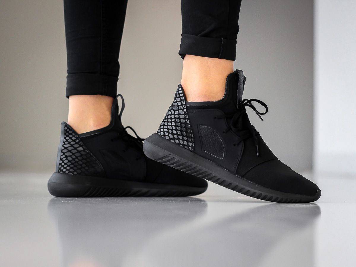 Original Adidas Women Tubular Defiant Black / white Size 8.5