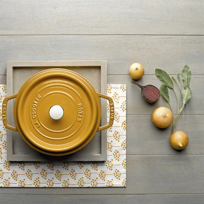 linha Mostarda Staub  http://www.pepper.com.br/images/product/panela-staub-redonda-amarelo-mostarda-24cm-405106500-4.jpg