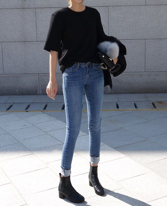 343717bfa89 Black t shirt blue jeans black boots