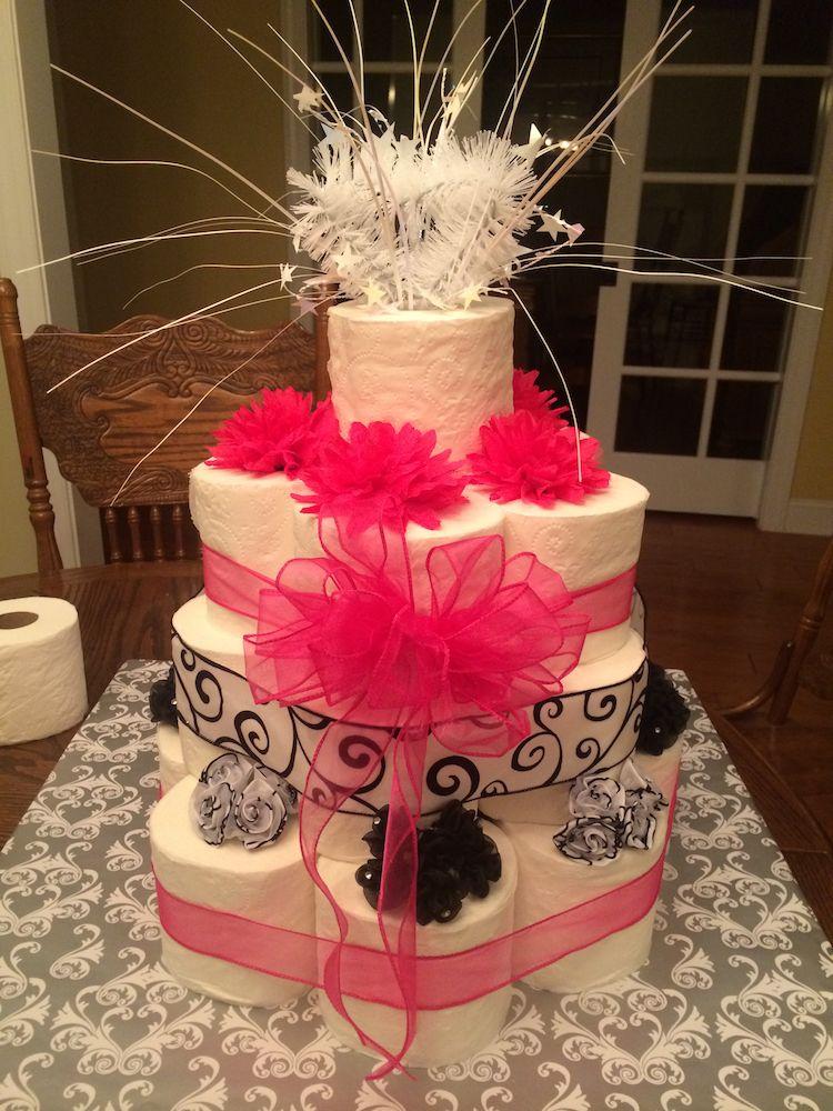 Torte Aus Toilettenpapier Selber Machen Torte Mal Anders Gestalten Dekoration Gram Toilettenpapier Kuchen Hochzeitstorte Selber Machen Brautparty Kuchen