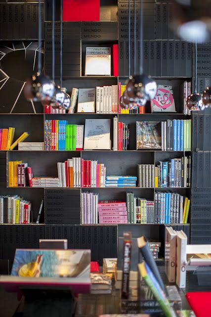 Mendo Bookstore, mooie winkel met de allermooiste boeken over design, architectuur en design.  - Amsterdam