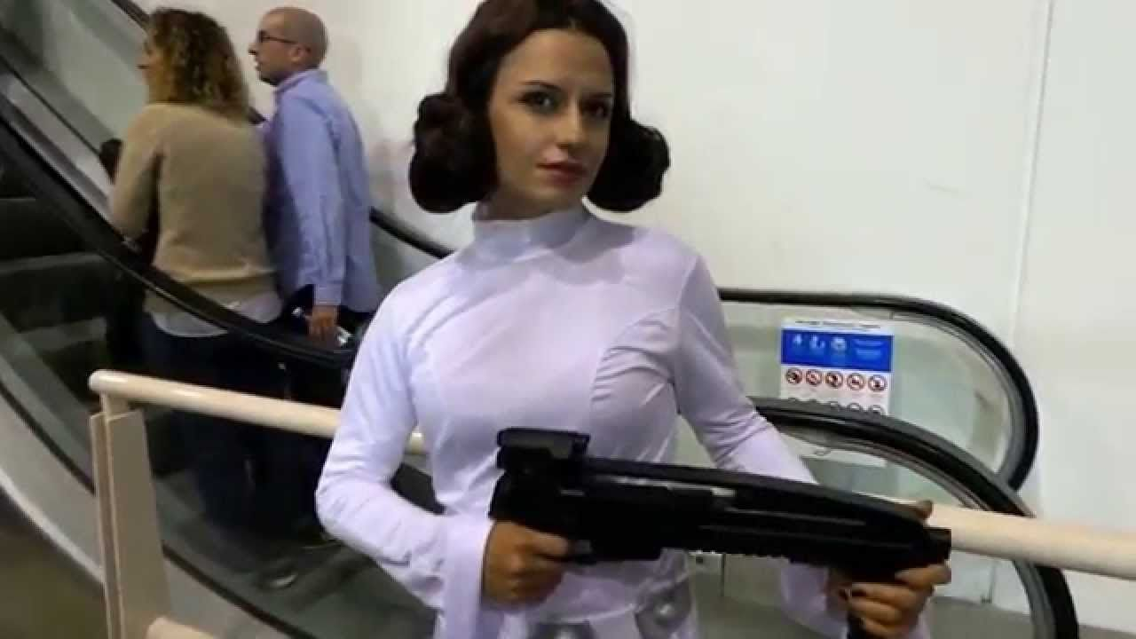 Star Wars 7 Princess Leia Organa Cosplay - Romics Video