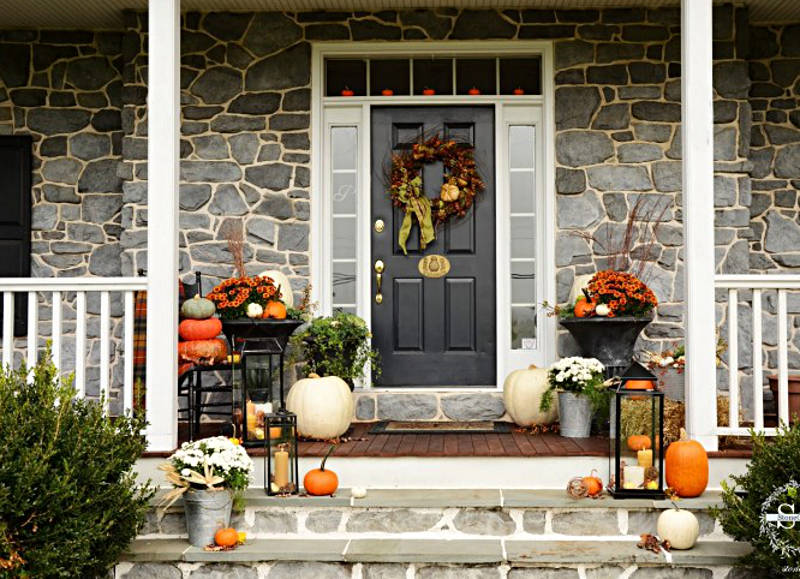 Make Your Neighbors Jealous With These Modern Fall Porch Decorating Ideas Front Porch Decorating Fall Decorations Porch Front Porch Christmas Decor