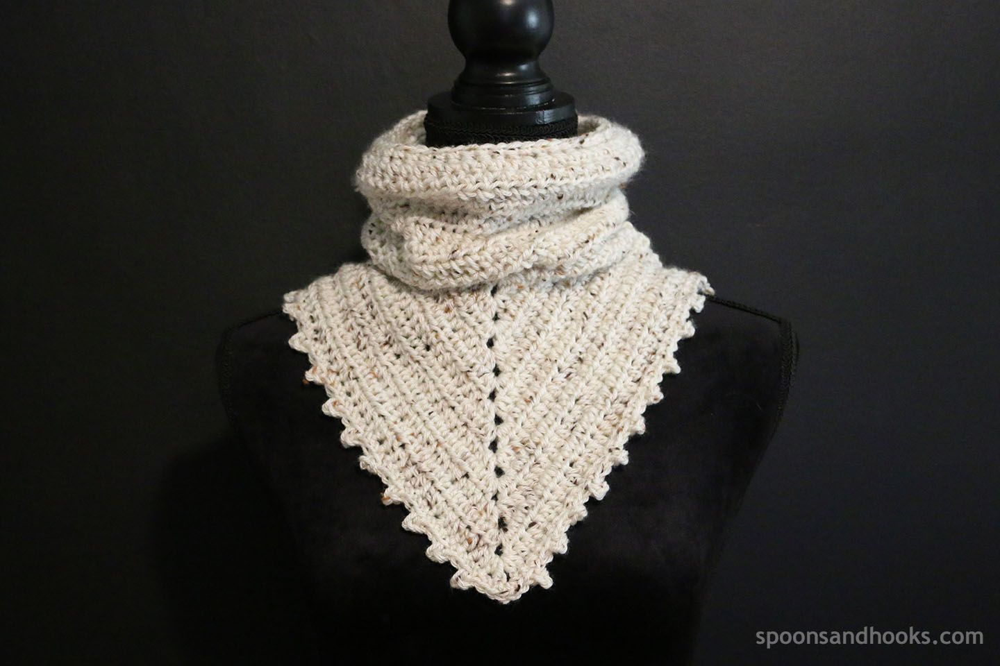 Free crochet pattern: Two-in-one bandana cowl | Crochet Scarfs ...