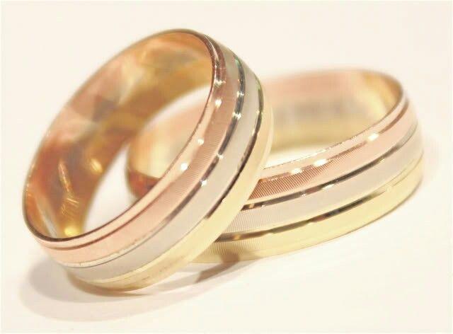 e8a21fea7b96 Argollas matrimonio en tres oros delgadas