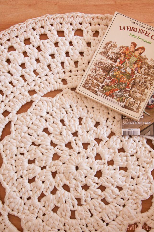 Patrón de Alfombra de Ganchillo XXL con flor en el centro   Crochet ...