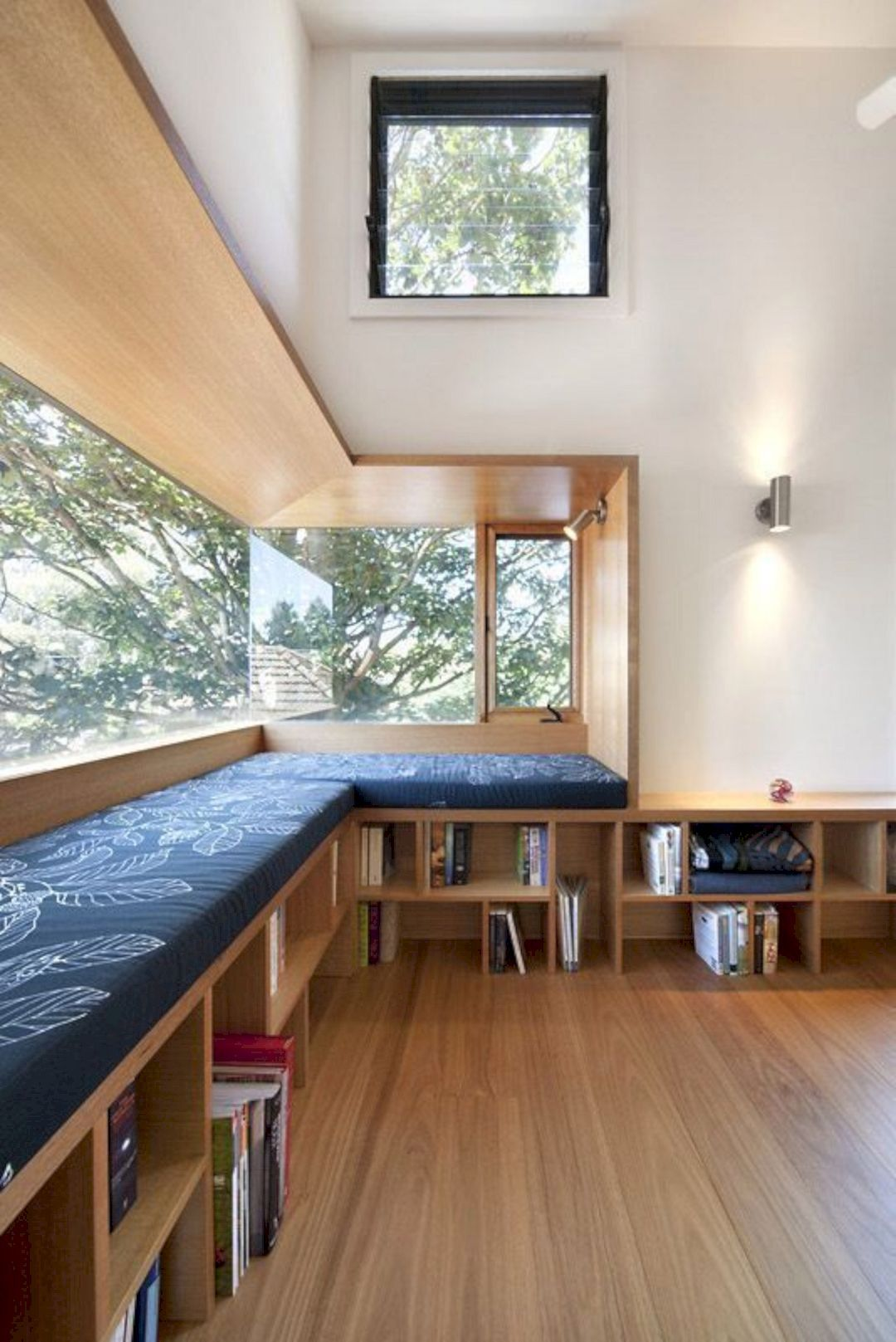 Modern Interior with Stunning Bookshelf Ideas for Book Lovers https://www.futuristarchitecture.com/25808-interior-with-stunning-bookshelf.html