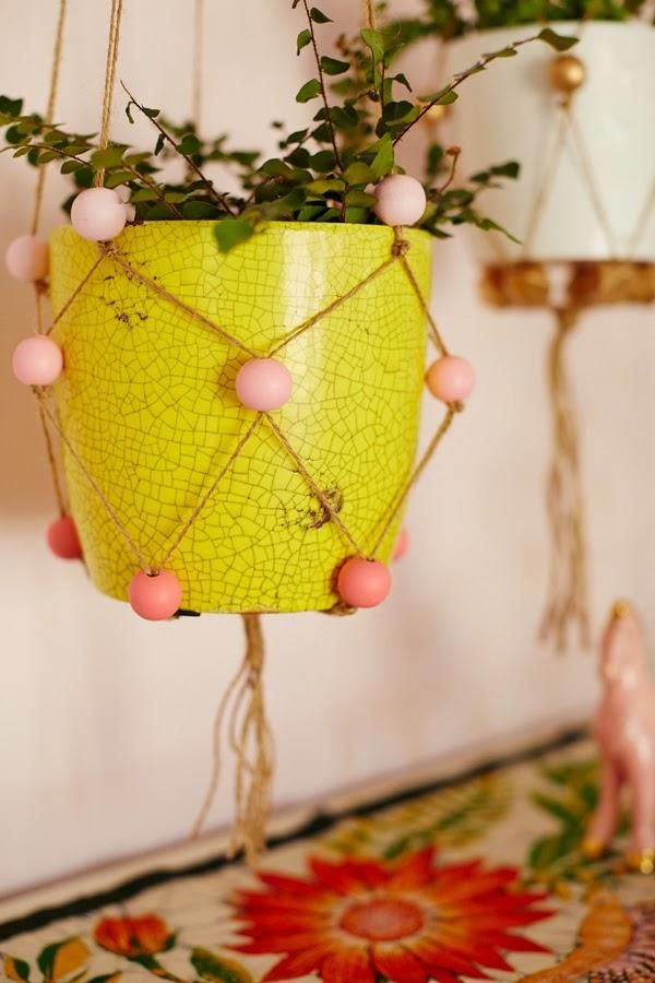 Painted wooden beads add a little extra flair to these easy-peasy #DIY plant hangers.