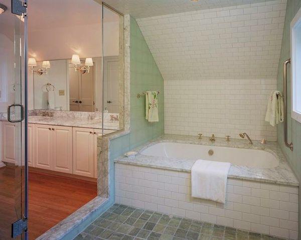 ideen badezimmer mit dachschr ge marmorfliesen sch ner wohnen pinterest marmorfliesen. Black Bedroom Furniture Sets. Home Design Ideas