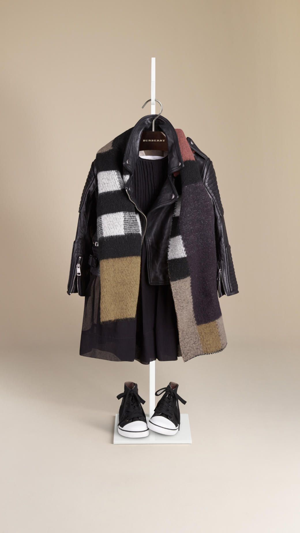 Perfecto en cuir   Burberry   For my girl   Pinterest   Mode enfant ... bd744a01112