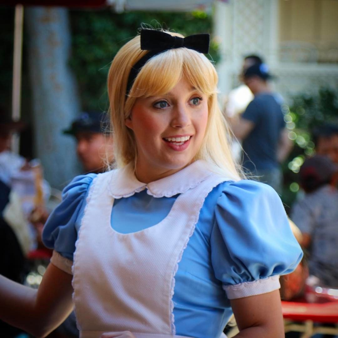 Disney Alice In Wonderland Crying: The Adorable Gingersnap Alice, Musical Chairs Anyone?