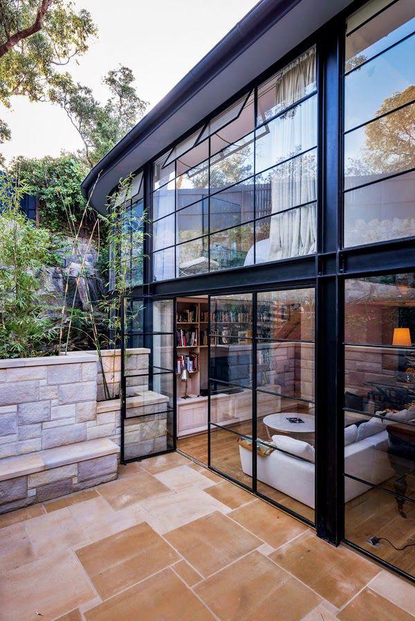Vintage & Chic · Blog decoración. Vintage. DIY. Ideas para decorar tu casa: Una casa con fachada de cristal · A home with a glass façade