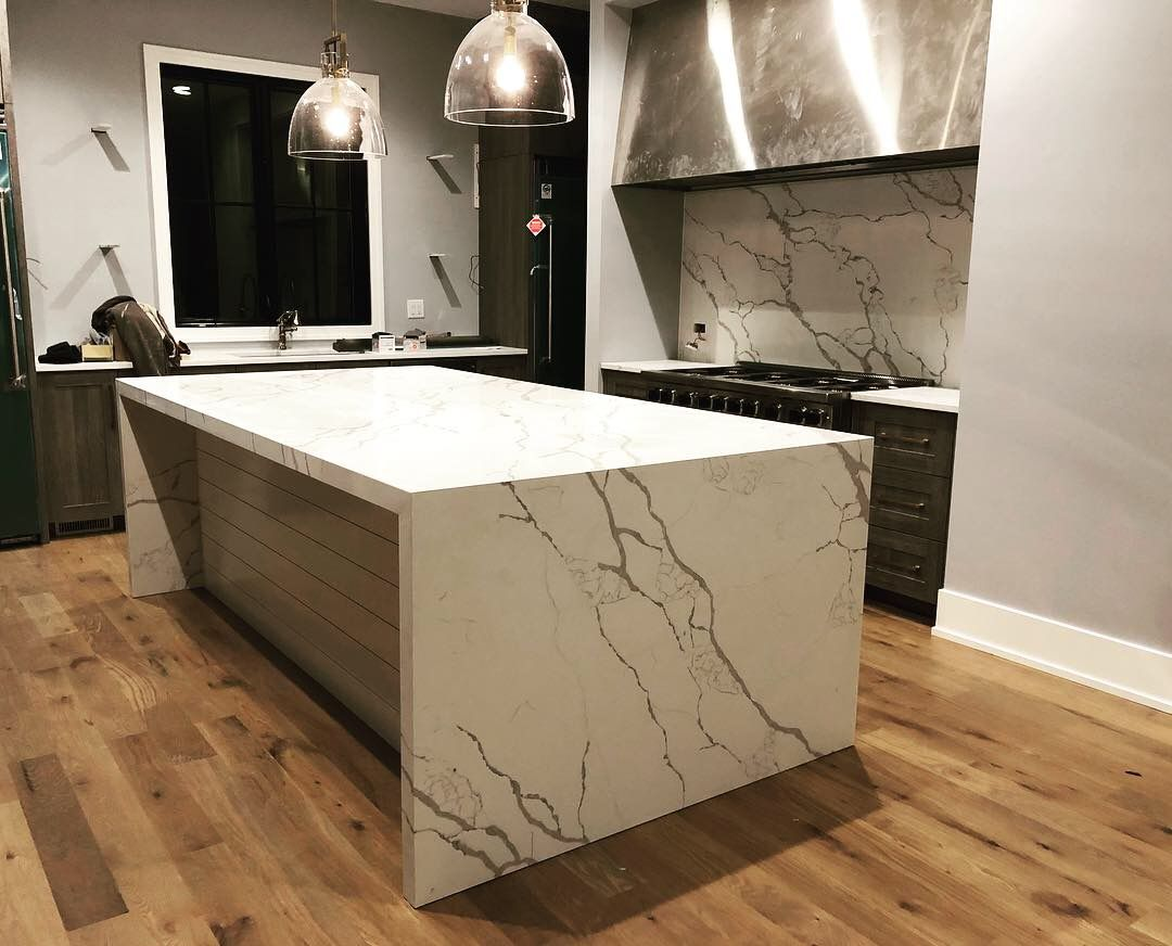 Beautiful Calacatta Quartz Countertops Full Height Backsplash Large Hood Vent Custom Cabinets Quartz Countertops Countertops Cheap Granite Countertops