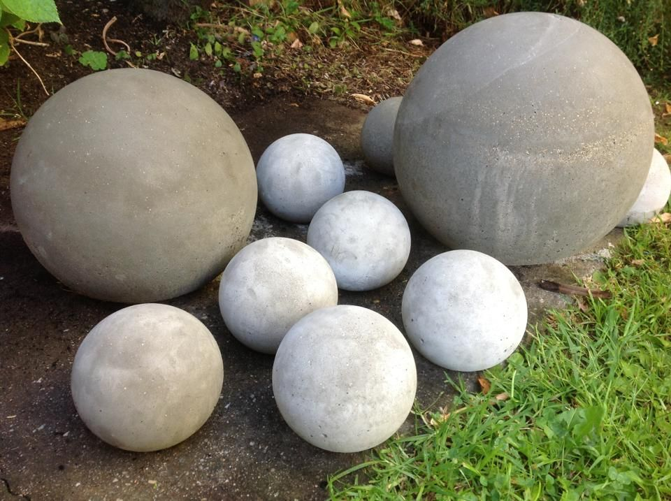 Delicieux Concrete Balls Made By Filling Old Glass Light Shades With Cement And  Breaking Glass Once Set.