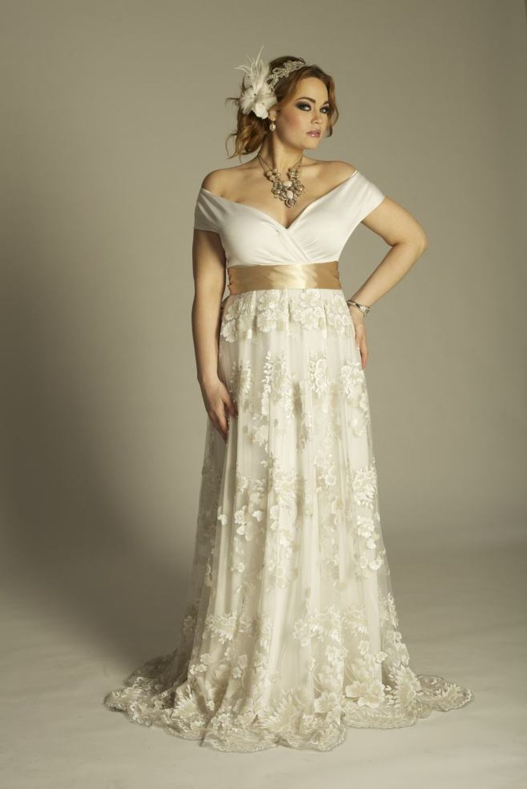 Vintage lace dress wedding   Stunning Plus Size Winter Wedding Dress Ideas with Lace  Dress