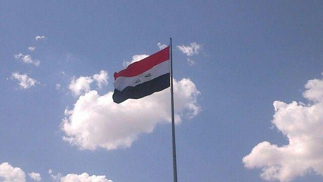 العلم العراقي يرفرف في جامعة بغداد Country Flags University Flag