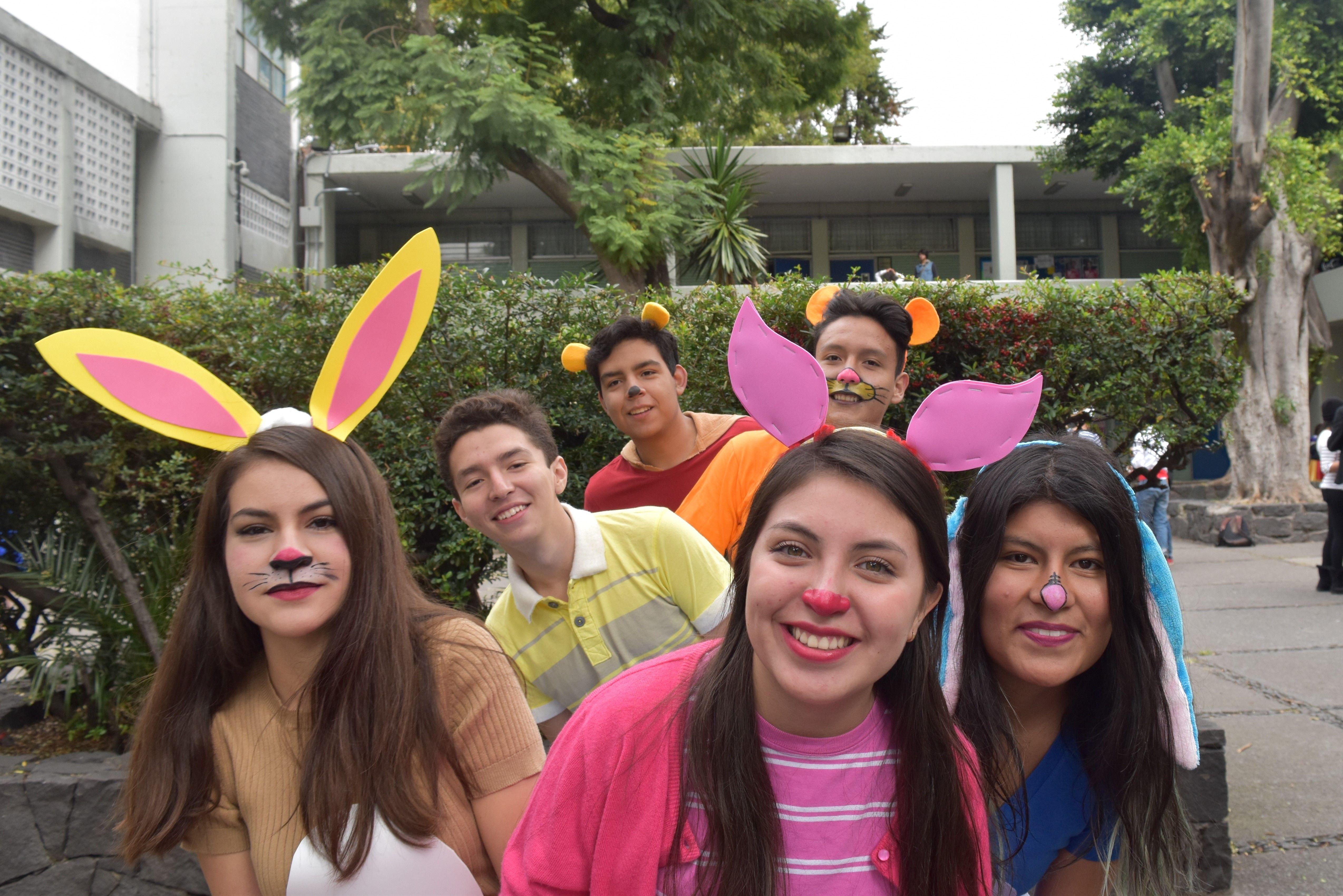 Autor: Estrada Medina Ana Laura Título: Winnie Pooh ISO: 400 Apertura de diafragma: f/8 Velocidad de obturacion: 1/250