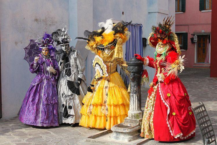carnaval de venise costumes gowns pinterest carnaval de venise carnaval et venise. Black Bedroom Furniture Sets. Home Design Ideas